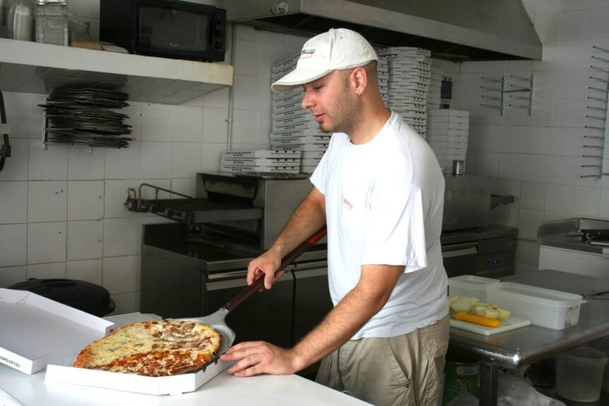 8 Things to Consider If You're Thinking about Opening a Pizza Restaurant